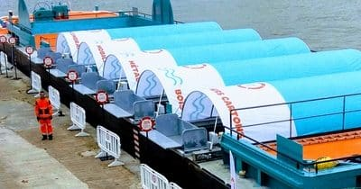 Le tri des déchets dans la Seine : la déchetterie fluviale aide à réduire le transport routier des déchets