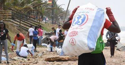 Au Ghana, une entreprise recycle le plastique en… asphalte pour route !