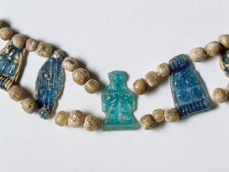 Quels étaient les premiers bijoux en verre ?